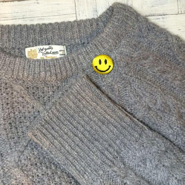 スマイル刺繍くるみボタンSサイズセーター