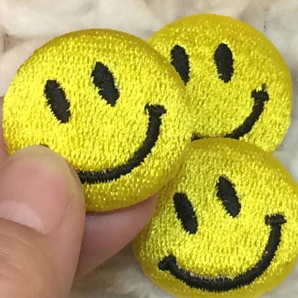 スマイル刺繍くるみボタンMサイズハンド