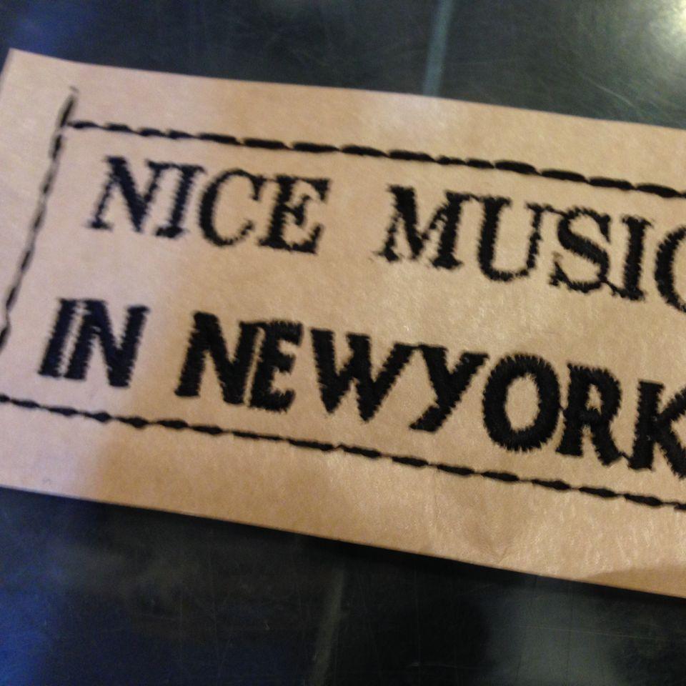 紙へ刺繍New Yorkアップ