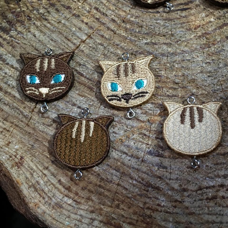 アクセサリー猫パーツの刺繍製作1