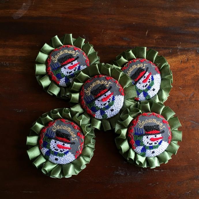 スノーマンスマイル刺繍ロゼットブローチ48全体5個