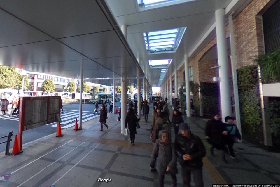 JR吉祥寺駅北口の前の歩道