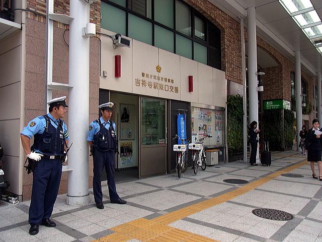 武蔵野警察署吉祥寺駅東口交番の写真