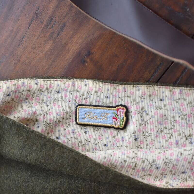 チュ-リップ刺繍のネ-ムプレ-トバック裏
