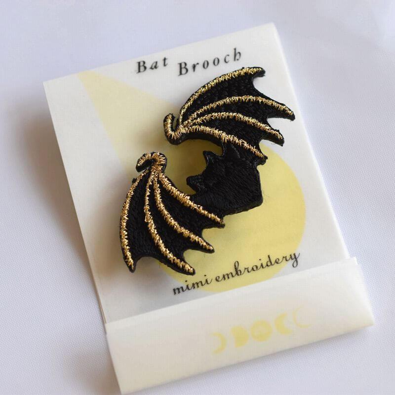 コウモリ刺繍ブローチ台紙ゴールド