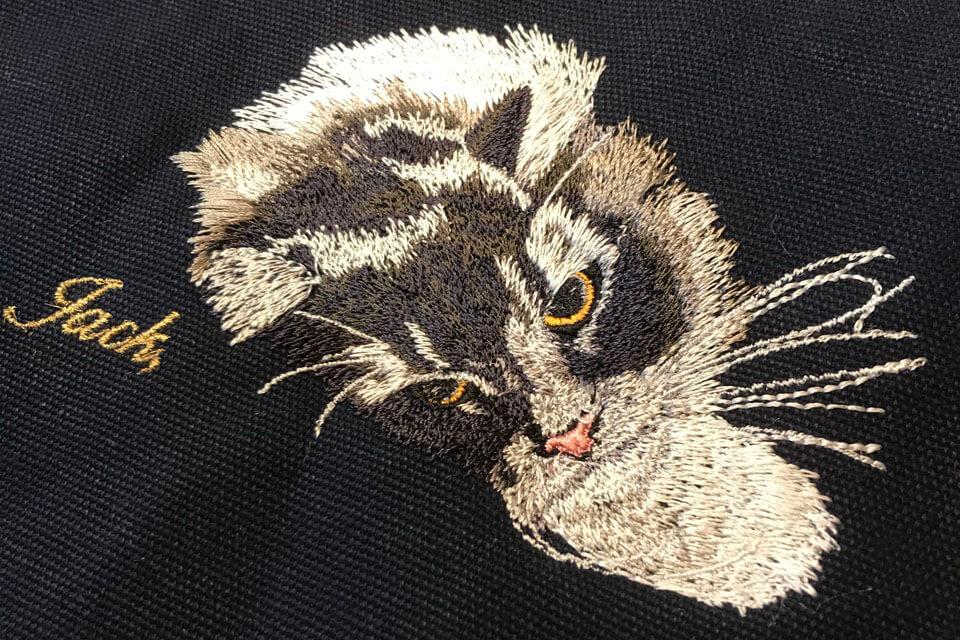 オーダーメイドで制作した猫の刺繍JACKの仕上がり画像