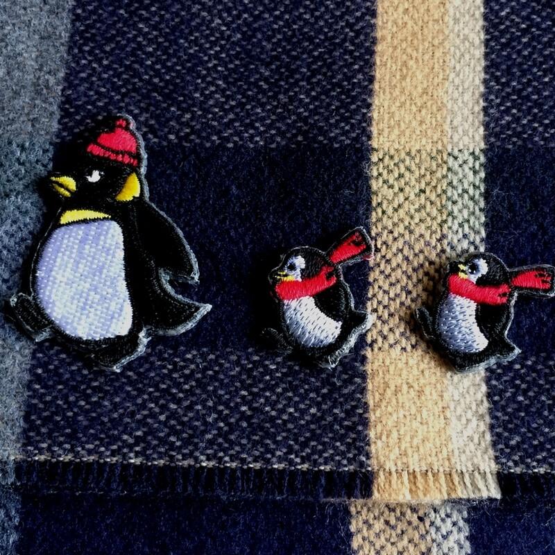 刺繍ワッペン/ペンギンニット帽行進3Pアップ
