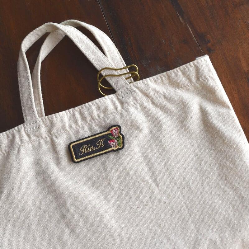 チュ-リップ刺繍のネ-ムプレ-ト帆布バック