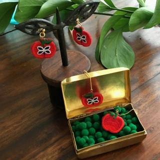 りんご刺繍ピアスイメージ花