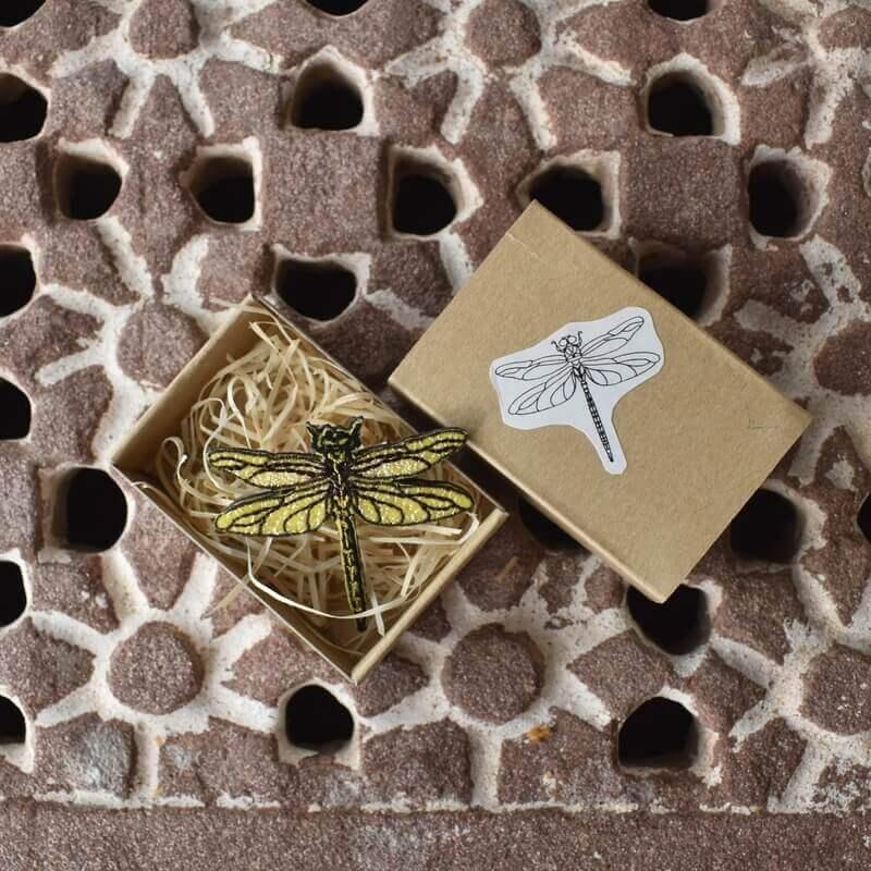 トンボ刺繍ブローチ黄色箱