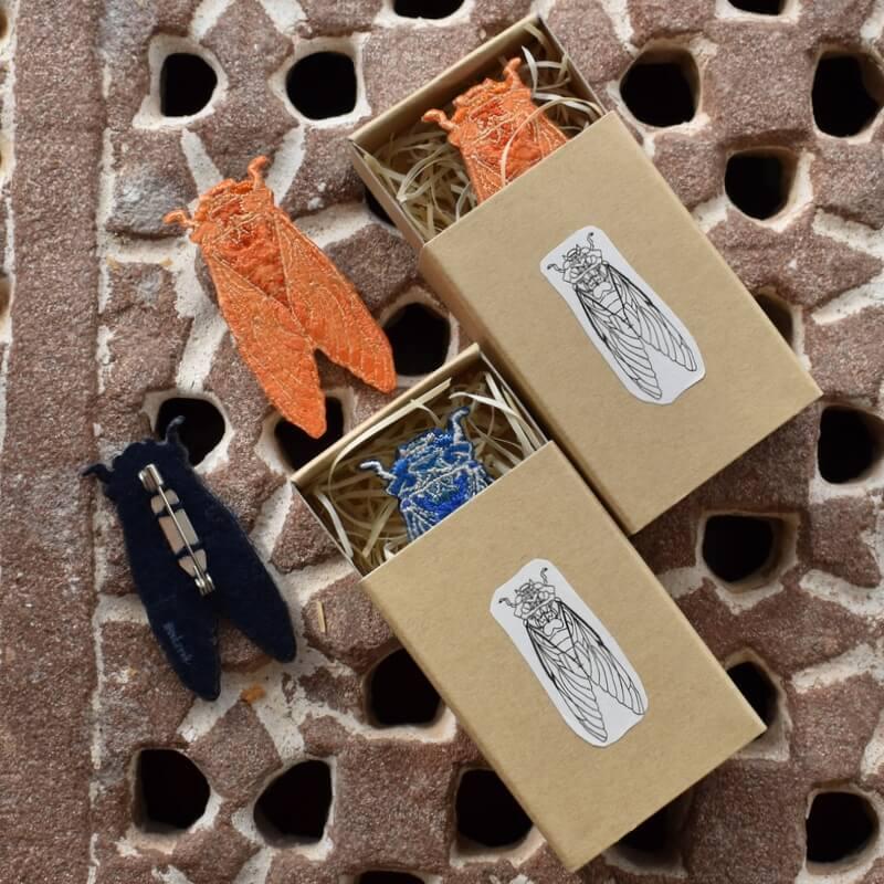 セミ刺繍ブローチ箱イメージ