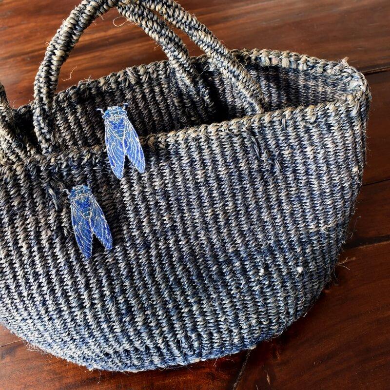 セミ刺繍ブローチバック