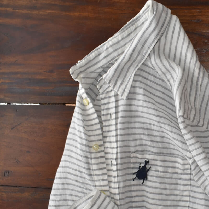 カブトムシ刺繍ブローチシャツ