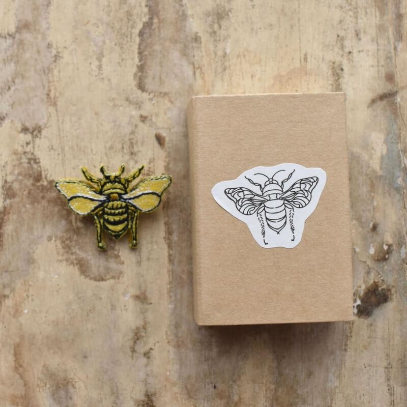 ミツバチ刺繍ブローチ1個箱