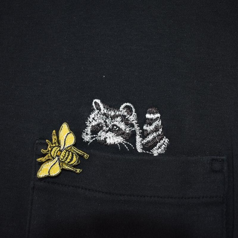 ミツバチ刺繍ブローチTシャツ