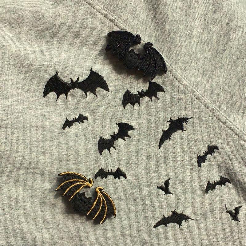 コウモリ刺繍ブローチTシャツと