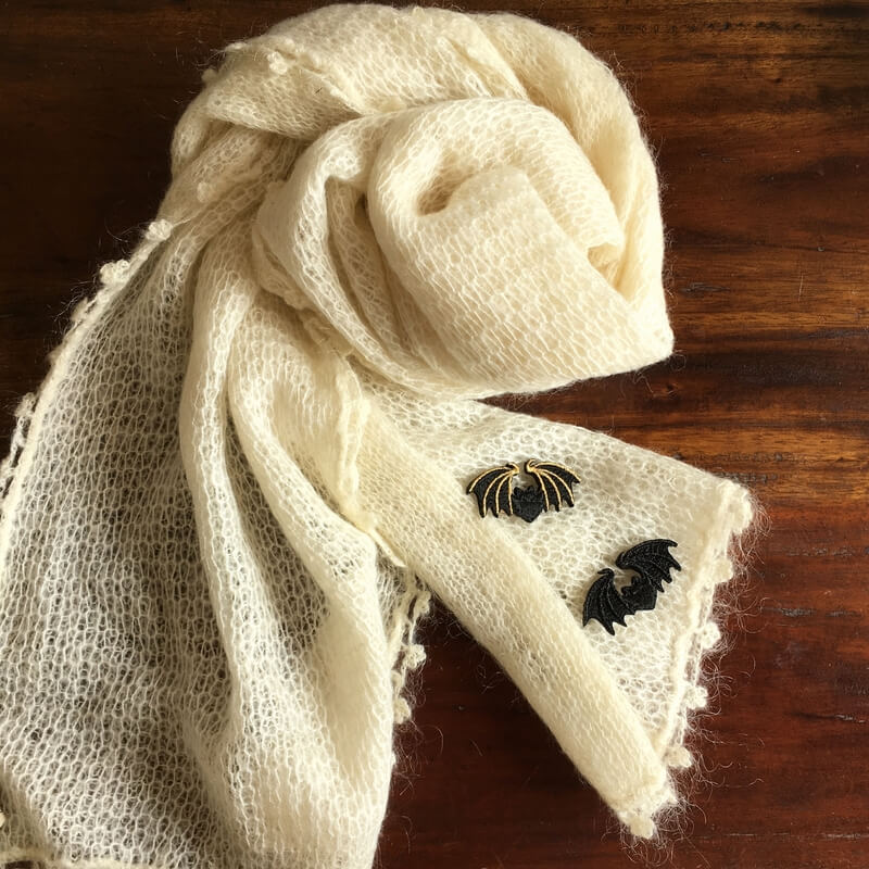 コウモリ刺繍ブローチストール