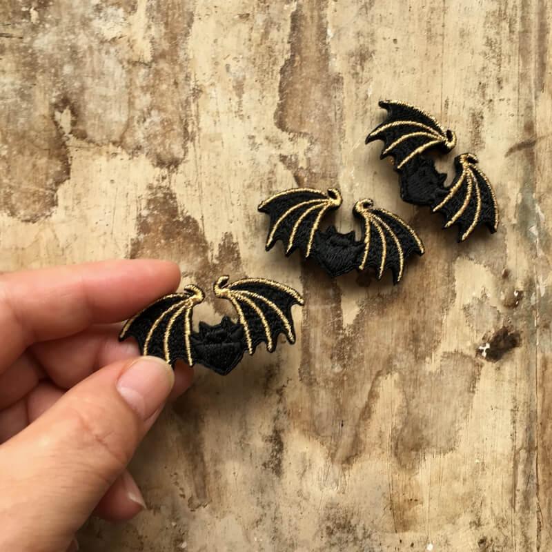 コウモリ刺繍ブローチハンド