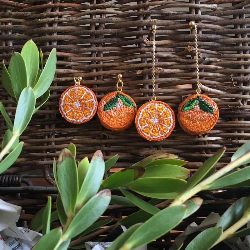 オレンジ刺繍アクセイメージカゴ