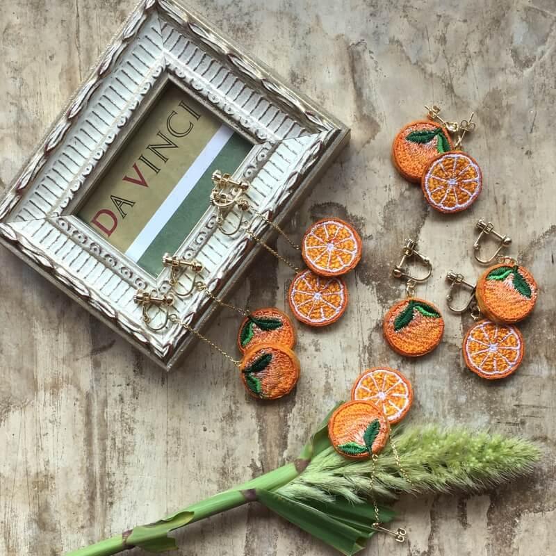 オレンジ刺繍アクセイメージ額縁