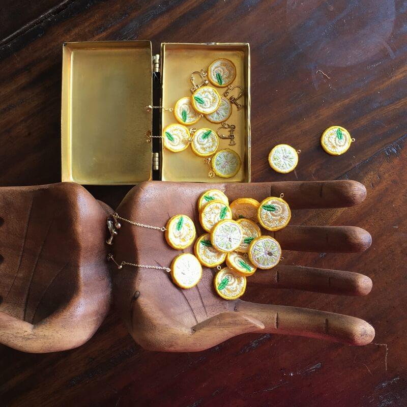 レモン刺繍アクセ木のハンド