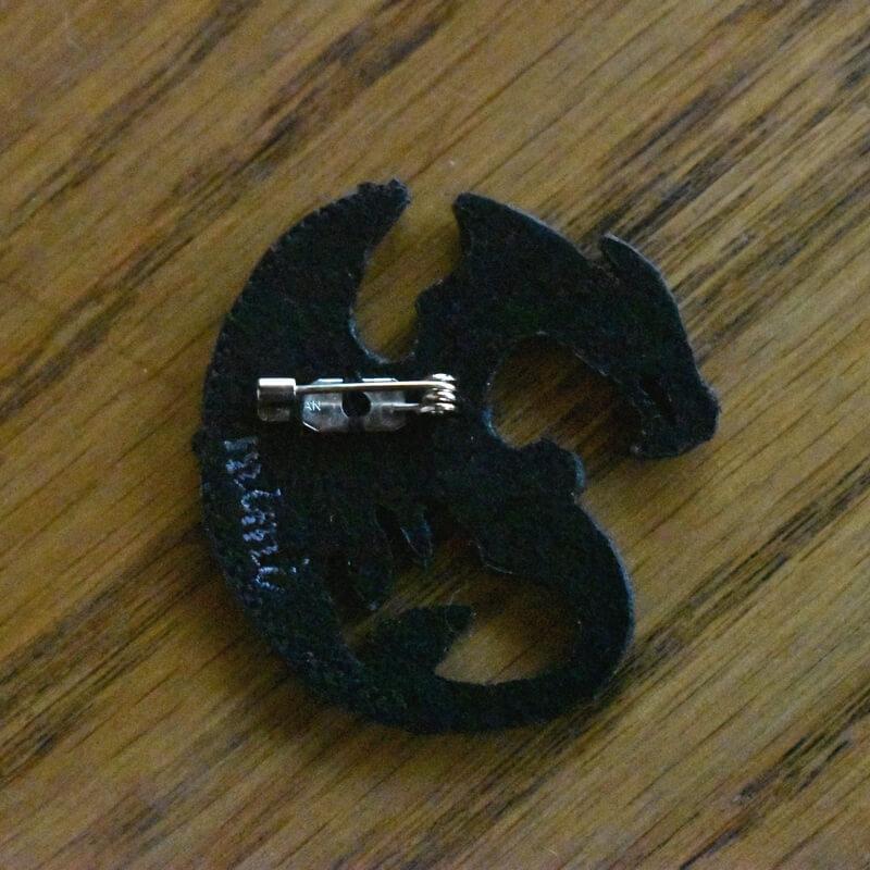ドラゴン刺繍ブローチ背面