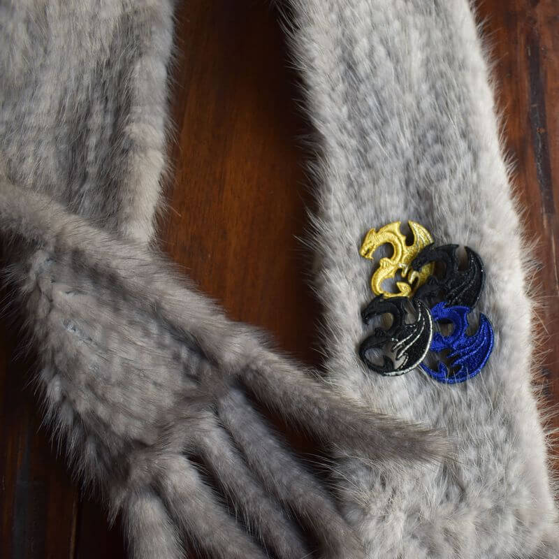 ドラゴン刺繍ブローチとミンク