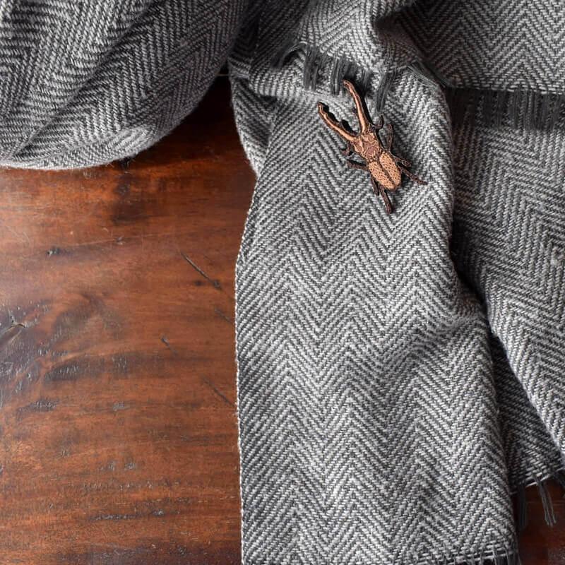 クワガタ刺繍ブローチストール