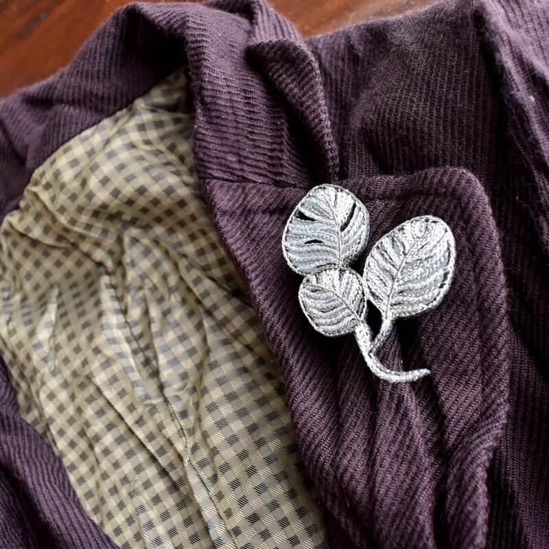 リーフ刺繍ブローチジャケット