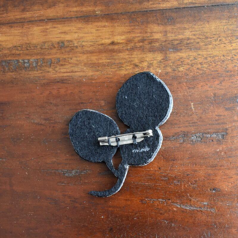 リーフ刺繍ブローチ背面