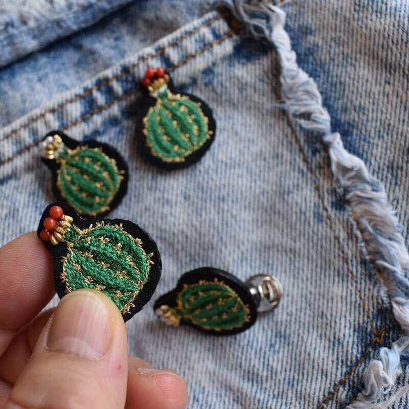 サボテン王冠刺繍ピンハンド