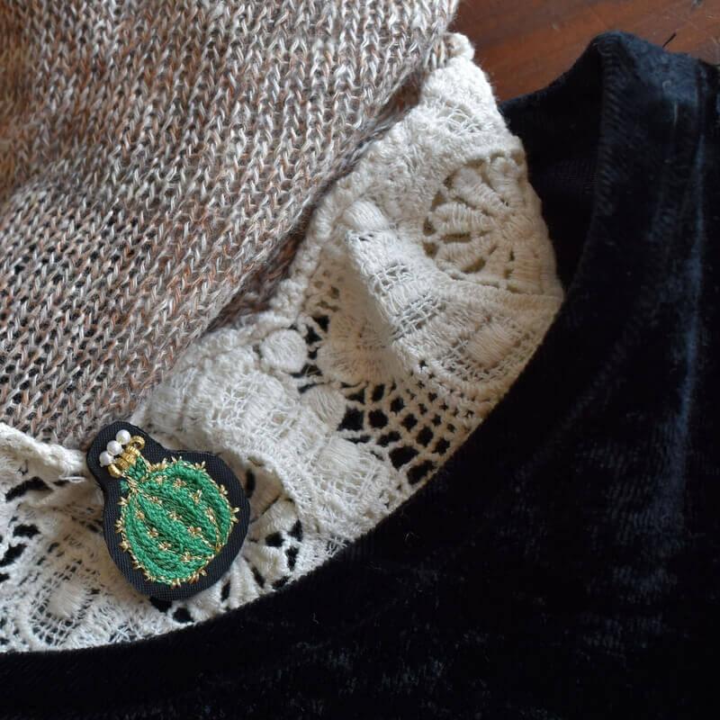 サボテン王冠刺繍ピンレース