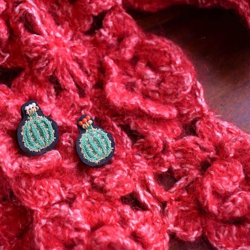 サボテン王冠刺繍ピン毛糸マフラー