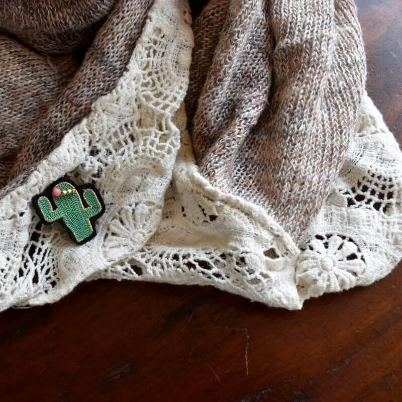 サボテンサンゴ刺繍ピンレースへ1個