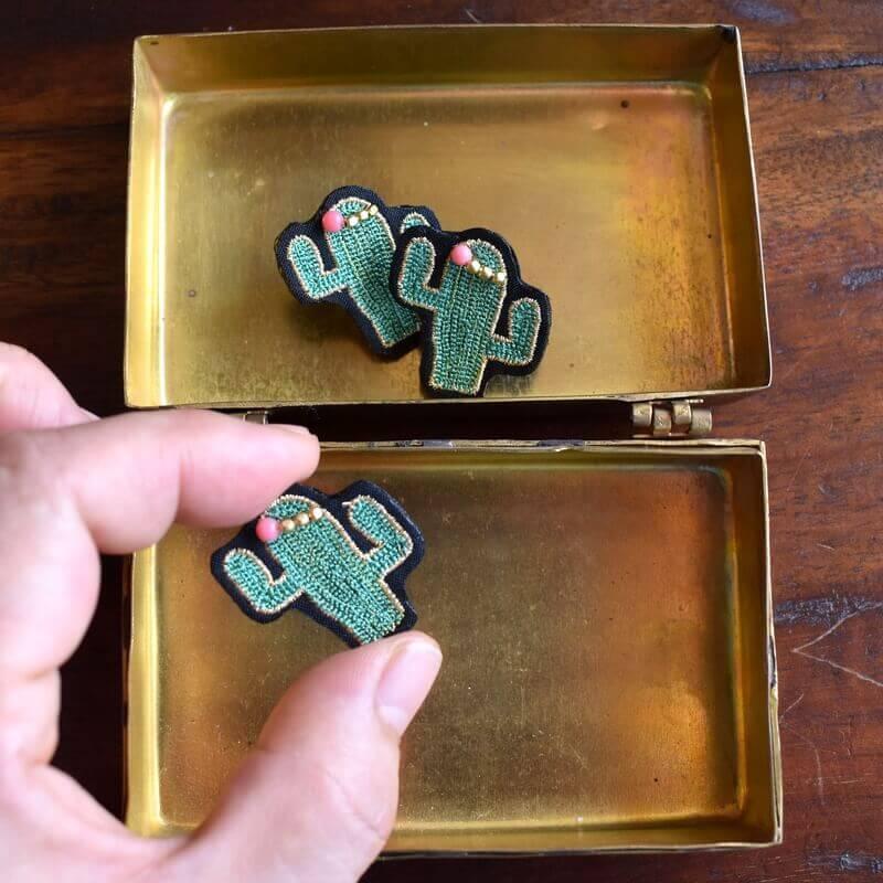 サボテンサンゴ刺繍ピンハンド真鍮ボックス