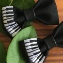 刺繍の蝶ネクタイ[ピアノ:鍵盤]