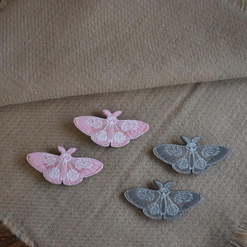 蛾刺繍ブローチストール