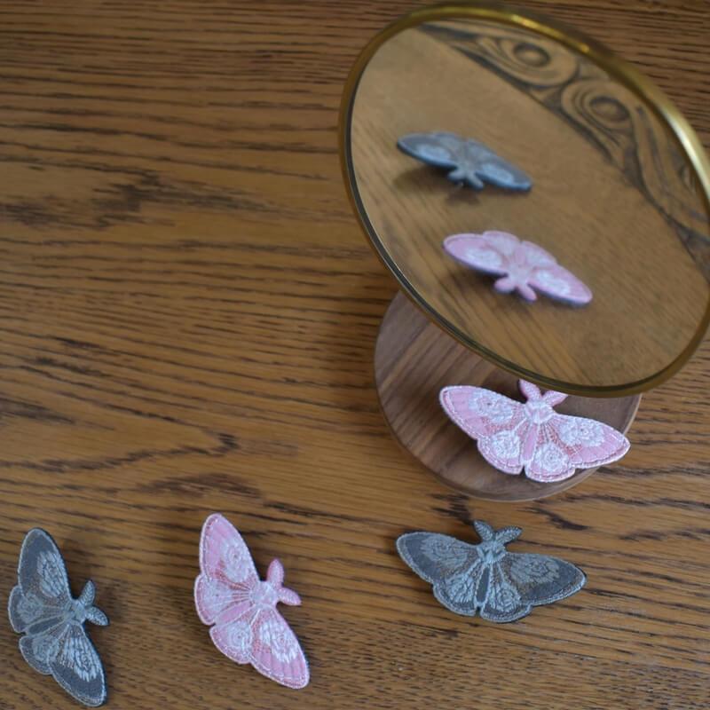 蛾刺繍ブローチ鏡