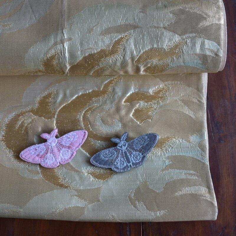 蛾刺繍ブローチ帯