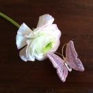 蝶々刺繍ブローチ/花に止まったPink