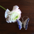 蝶々刺繍ブローチ/花に止まったSilver