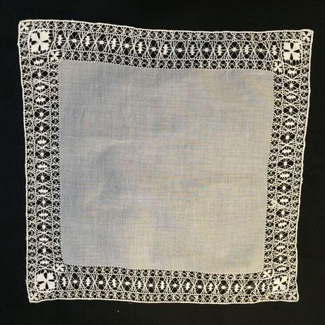 Buranoハンドワーク刺繡ハンカチーフ:クロスフラワーx460