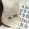 リネンハンカチ:黒糸イニシャルクロスステッチ刺繡x460