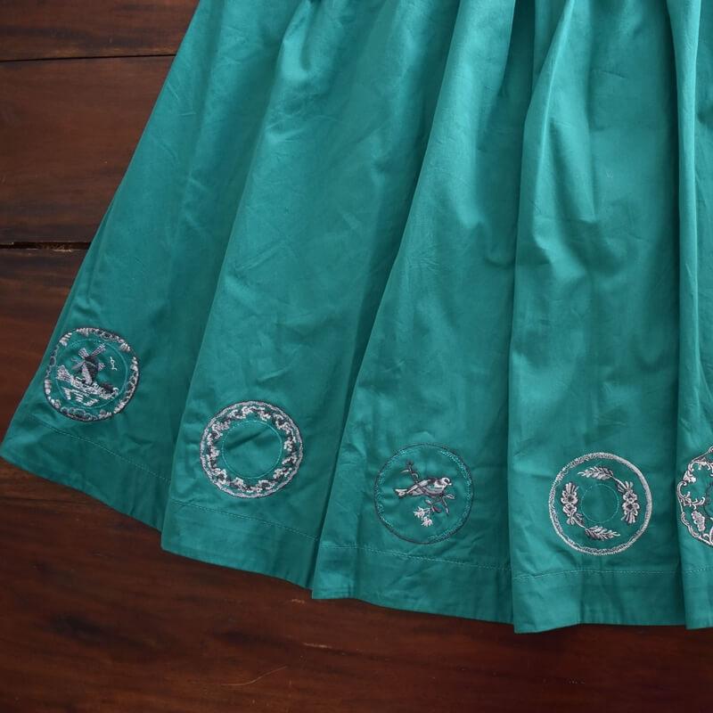 プレートニワトリ刺繍スカート