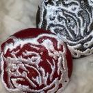 ブルドック[白]刺繍ボタン/2種アップ