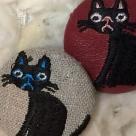 猫へのじ[黒]刺繍ボタン/2種アップ