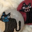 スマイル黒ネコ刺繍ボタン/2種アップ