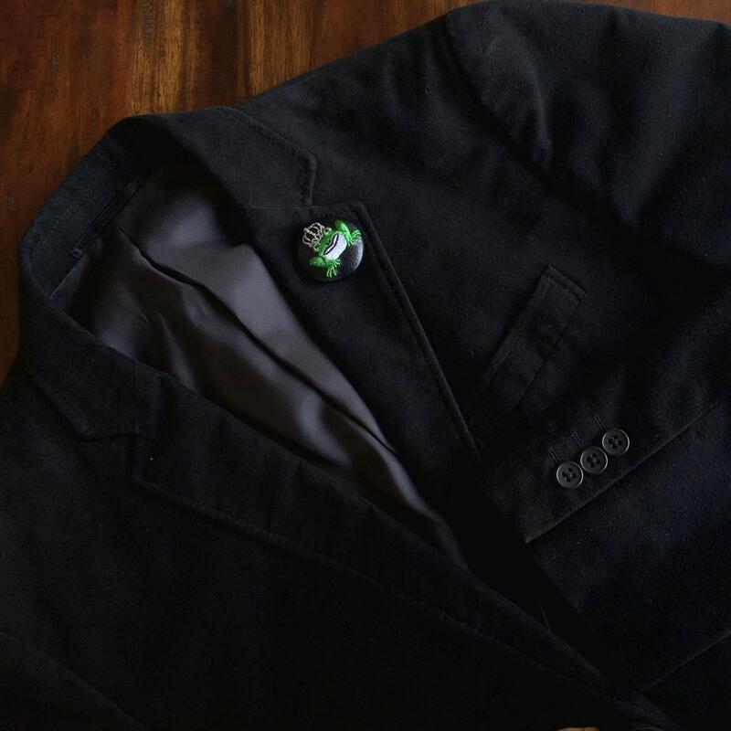 カエル刺繍くるみボタン38mmジャケット