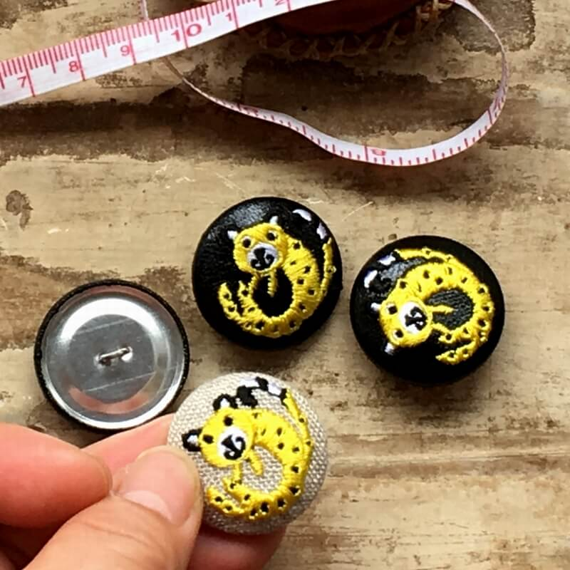 チータ-29刺繍ボタンハンド