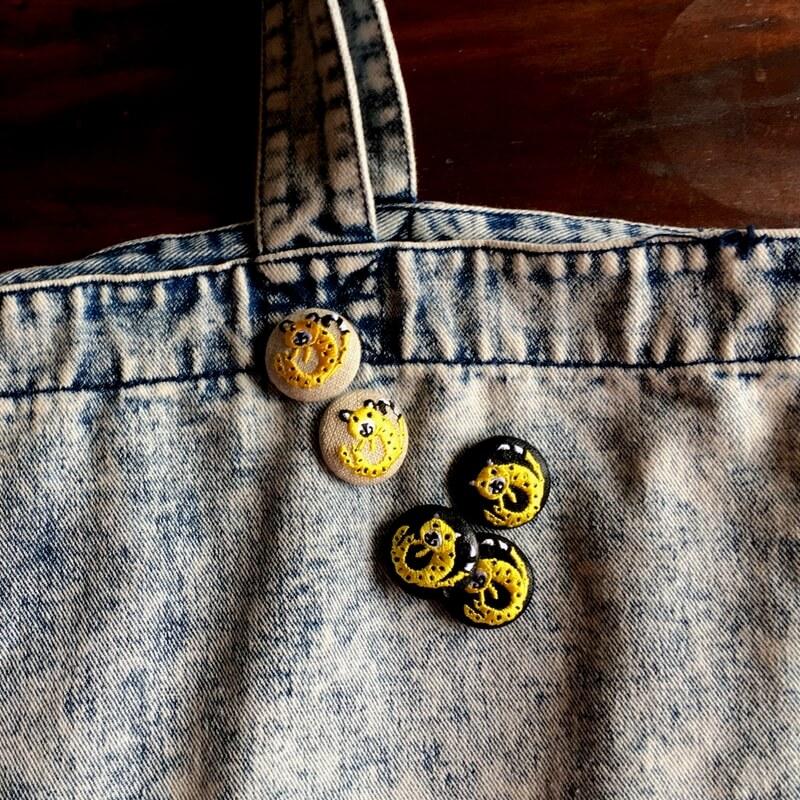 チータ-29刺繍ボタンデニムバック